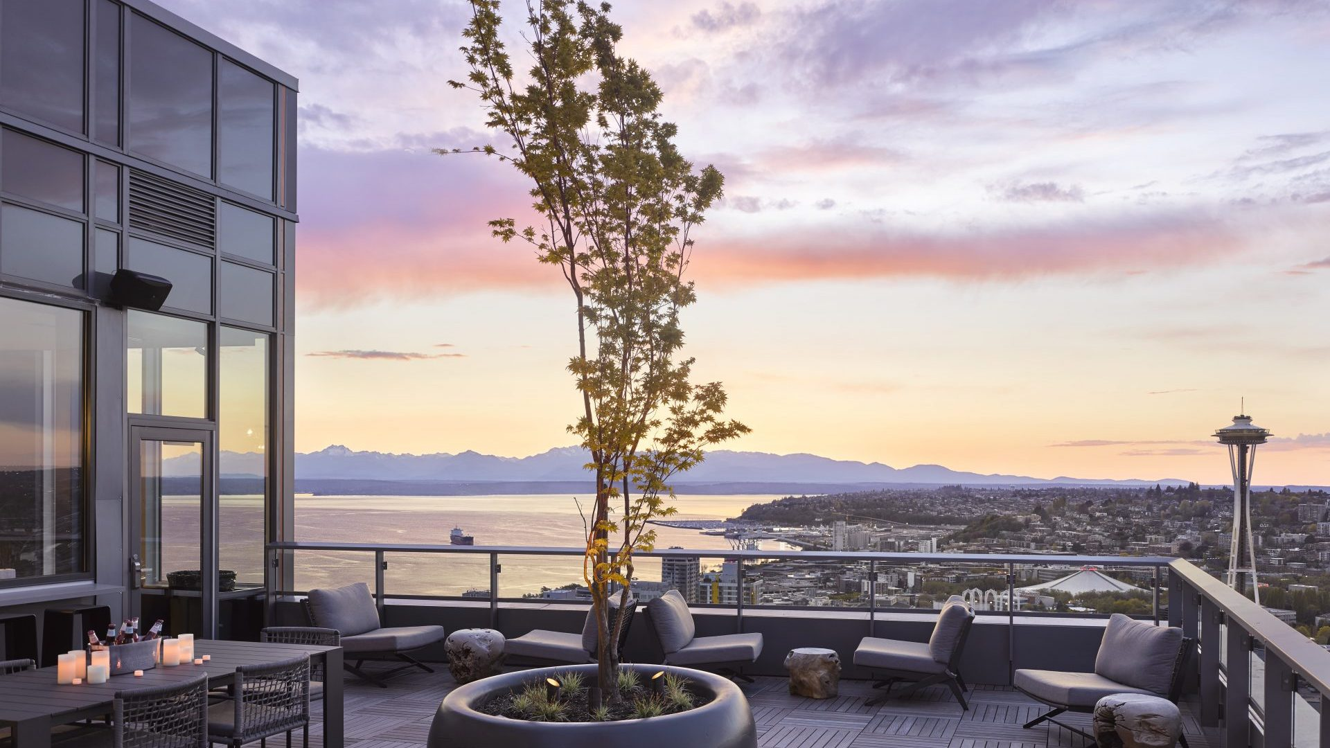 Exterior City Views At Arrivé Apartments in Seattle, WA