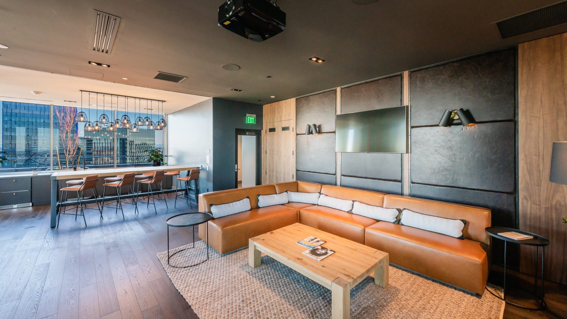Indoor Seating At Arrivé Apartments in Seattle, WA