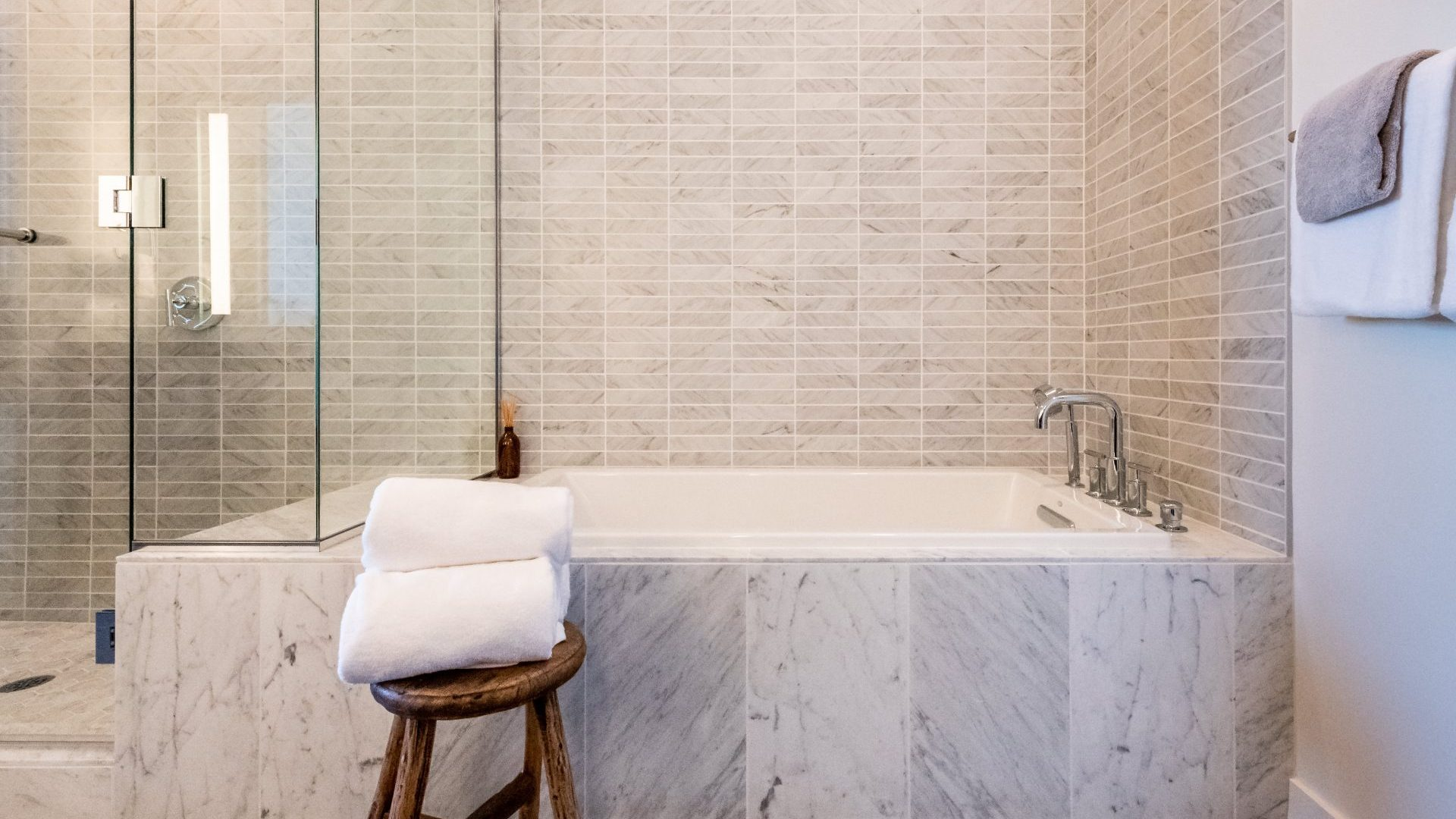 Luxury Soaking Tubs At Arrivé Apartments in Seattle, WA